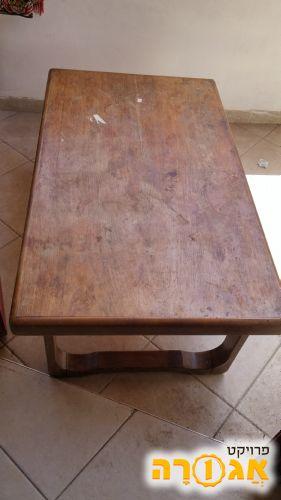 שולחן סלוני במצב מעולה דורש ניקוי