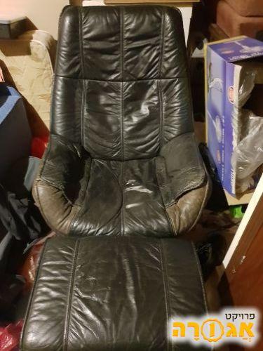 כורסא דמויי עור