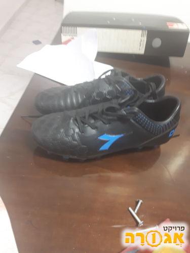 נעלי כדורגל מידה 35.חדש