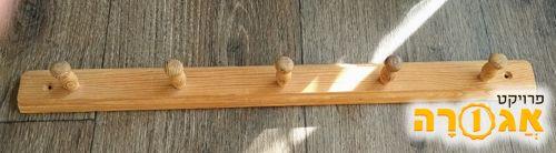 קולב מעץ