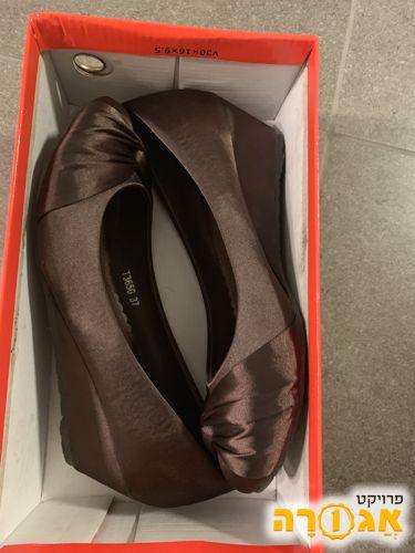 נעלי אישה עקב חום 37
