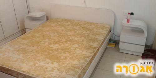 מיטה זוגית ברוחב 160 ו2 שידות