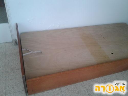 שתי מיטות עם אחסון