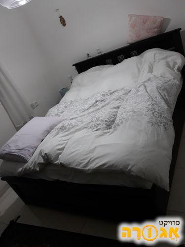 בסיס מיטה עם גב. מצב מצוין