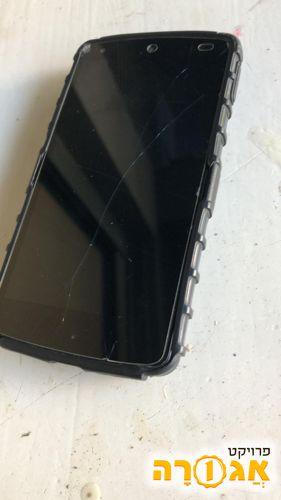 מכשיר סלולרי עם מסך שבור