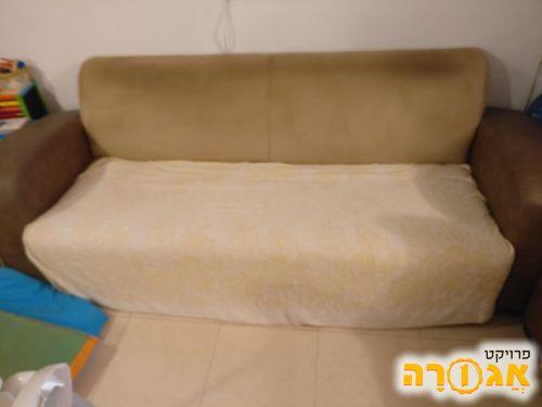 ספה תלת מושבית גדולה