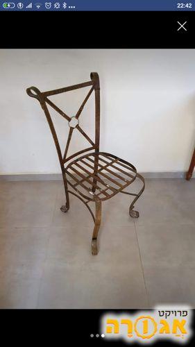 כסא מברזל