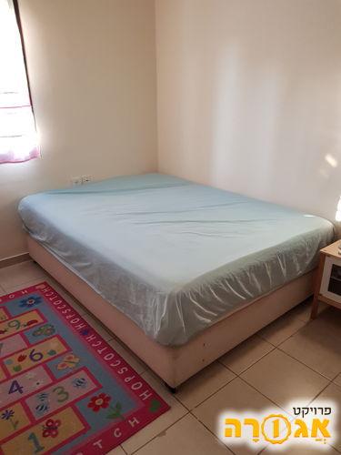 מיטה זוגית פלוס בסיס