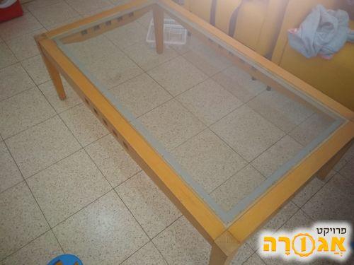 שולחן סלוני ושלוש כורסאות