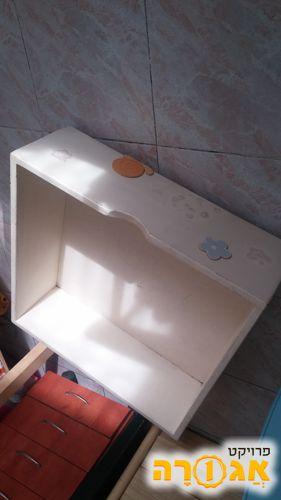 מגירה לאחסון מתחת למיטה
