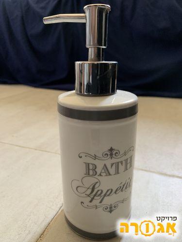 צלחת סבון בחדר האמבטיה