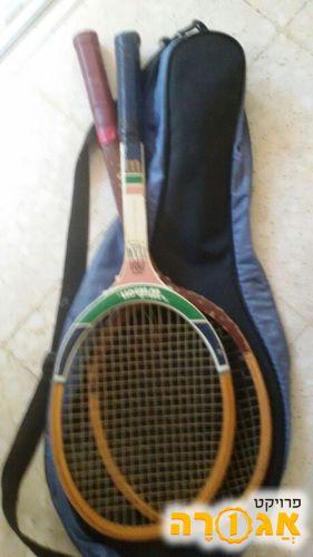 מחבט טניס ישנים מעץ עם תיק