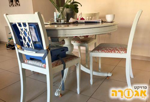 פינת אוכל - שולחן עץ ו4 כסאות עץ