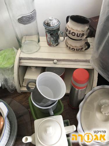 כלי בית:צלחות, מגשים, כוסות
