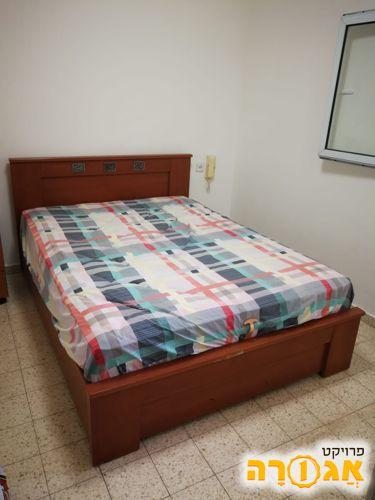 בסיס מיטה זוגית עם ארגז מצעים