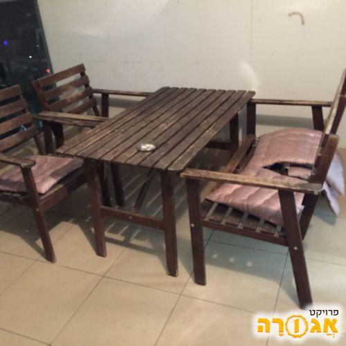 2 מיטות וחצי + שולחן וכסאות למרפסת