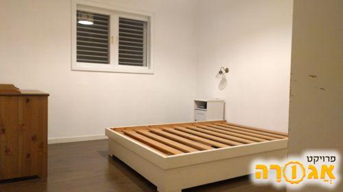 בסיס מיטה זוגית מעץ מלא עם ארגז מצעים