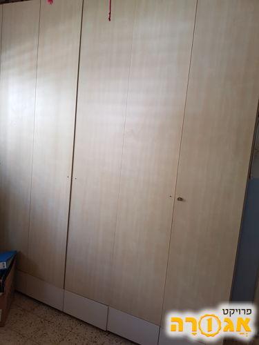 2 מיטות ילדים מעץ,מאורר תיקרה לחדר ילדים