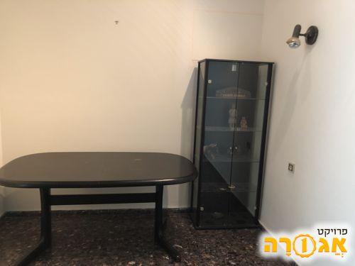 רהיטים וכלי בית