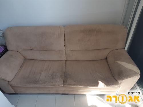 ספה תלת-מושבית