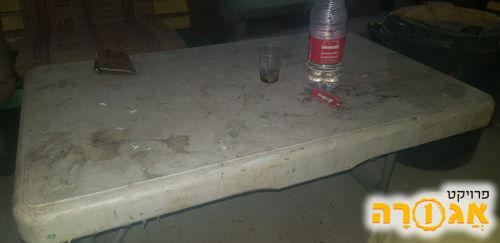 שולחן נמוך