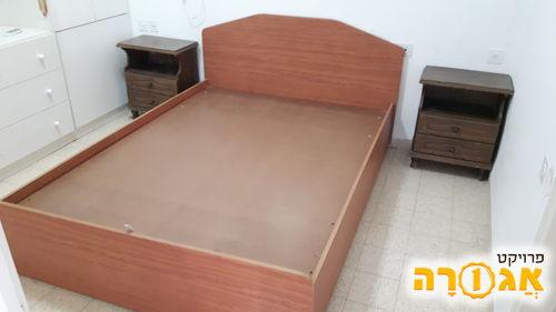 מיטה זוגית וכונניות