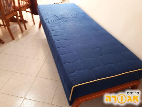 מיטת נוער כחולה + מיטת חבר וארגז מצעים