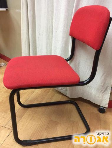 4 כסאות