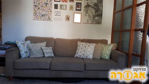 ספה תלת מושבית