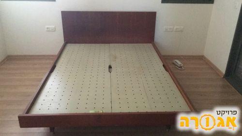 מיטת עץ וינטאג'