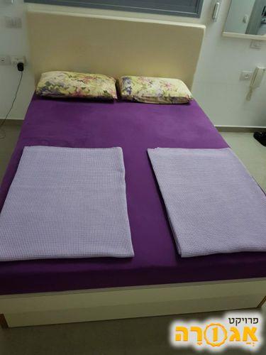 מיטה זוגית 200*140 כולל ארגז מצעים כולל מזרון