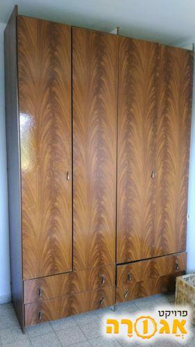 ארון בגדים 4 דלתות ו-4 מגירות
