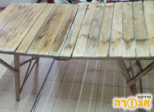 שולחן מתקפל מעץ